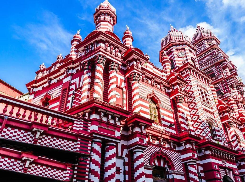 Foto: Masjid Unik, Warnanya Mirip Kue Lapis