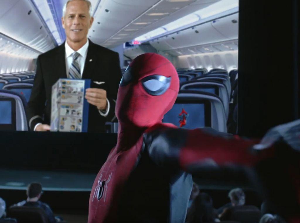 Video Demo Keselamatan Pesawat Keren, Modelnya Spider-Man
