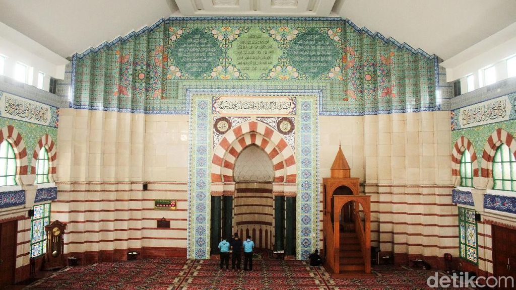 Megahnya Masjid di Atap Pasar Tanah Abang
