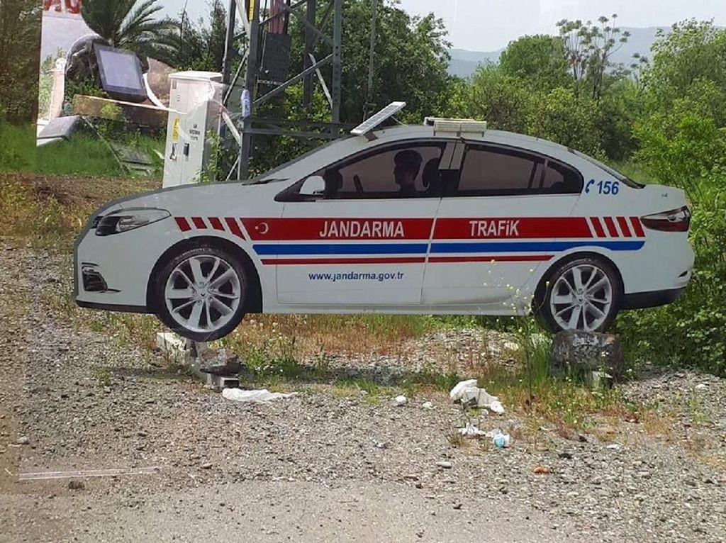Mobil Polisi Palsu Bikin Pengendara Takut Langgar Lalu Lintas