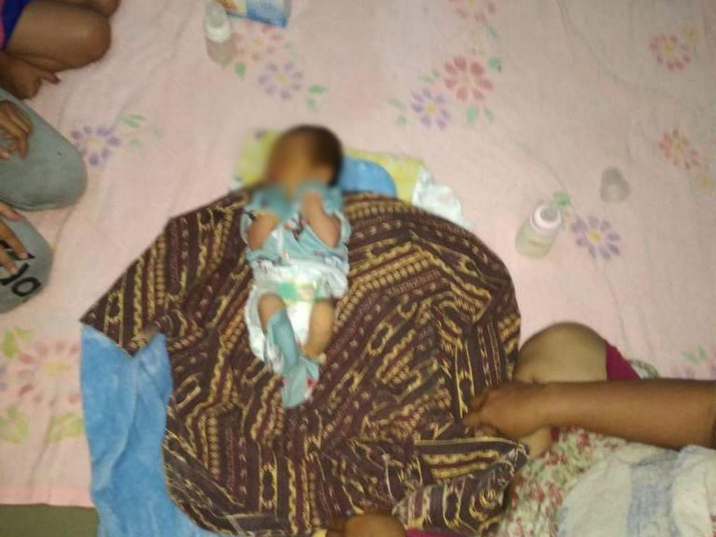 Duh! Bayi Imut ini Dibuang di Depan Rumah Warga di Bekasi
