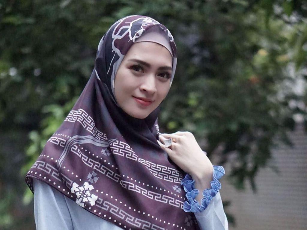 Deretan Artis yang Mantap Berhijab Saat Ramadan, Donita hingga Mulan Jameela