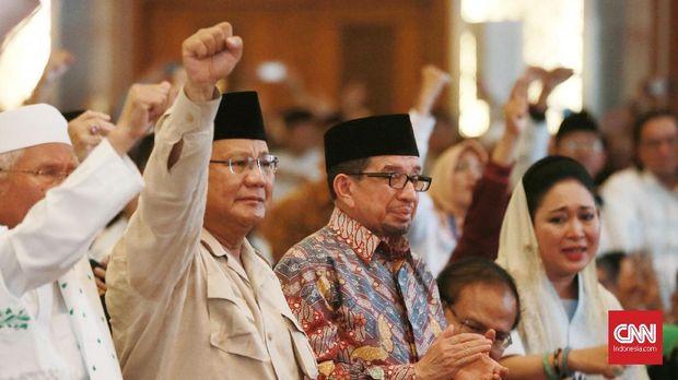 """Prabowo Subianto-Sandiaga Uno saat berada di acara BPN """"Mengungkap Fakta-fakta kecurangan Pilpres 2019"""", di Hotel Grand Sahid Jaya, Jakarta, 14 Mei."""