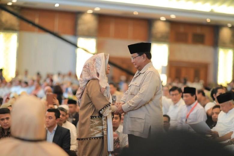 Begini Momen Prabowo-Neno Warisman Saat Berpegangan Tangan