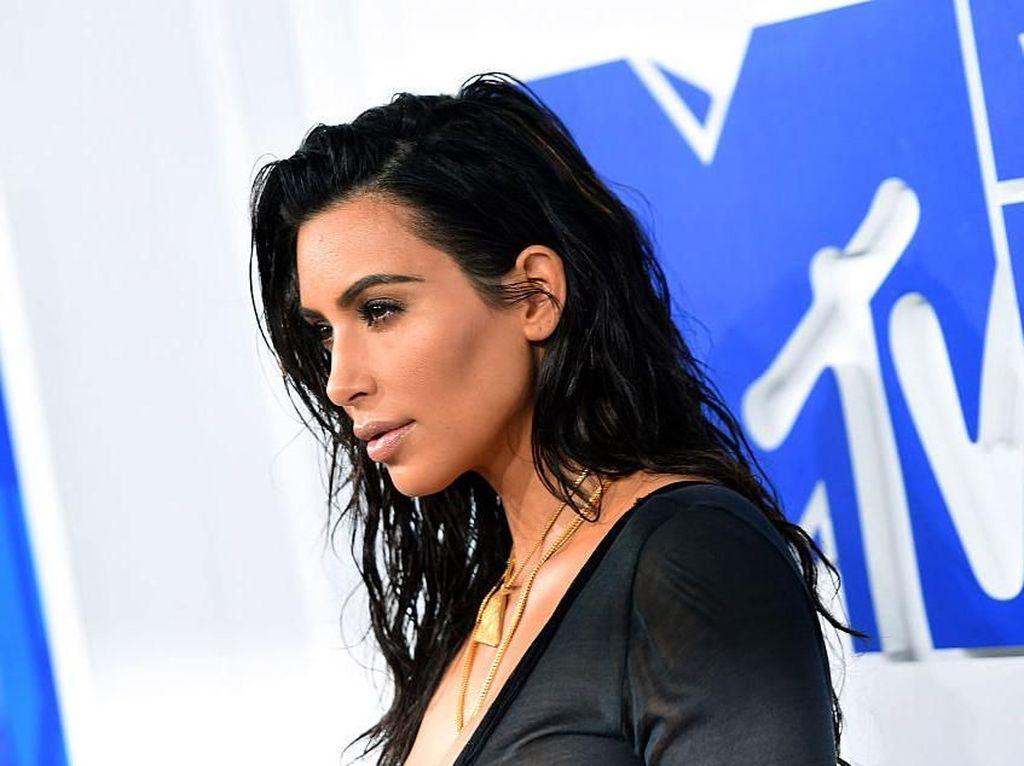 Mengenal Ibu Pengganti yang Melahirkan Anak Ke-4 Kim Kardashian