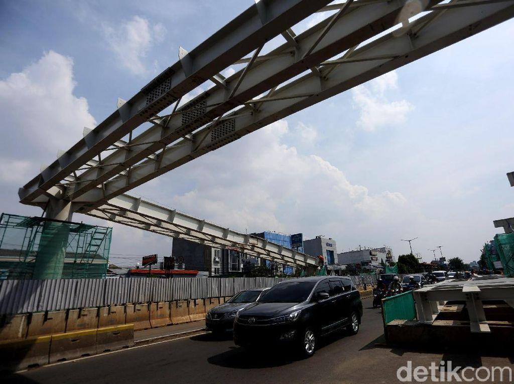 Pembangunan Skybridge Rawamangun Terus Dikebut