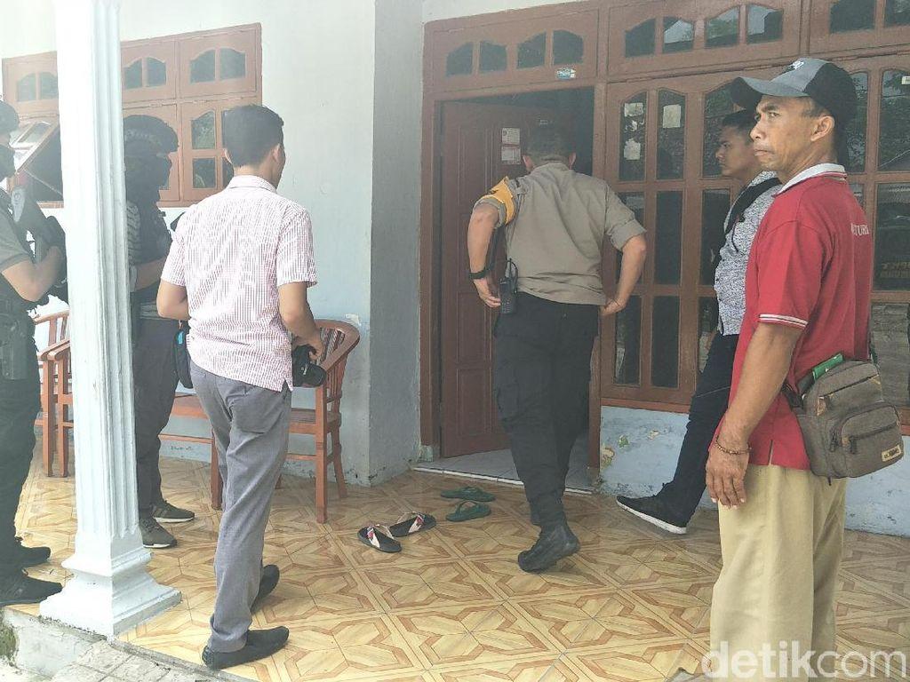 Densus 88 Amankan Sajam dan Dokumen dari Rumah Terduga Teroris di Nganjuk