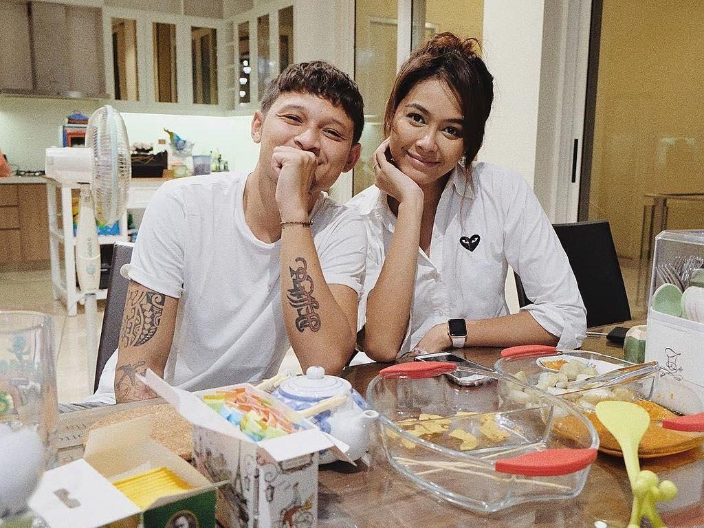Gaya Romantis Mantan Putri Indonesia, Bunga Jelitha saat Makan Bareng Syamsyir Alam