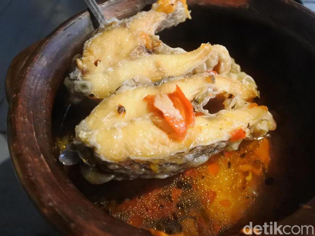Sup Ikan Bajak Laut dan Nasi Bakar yang Menggugah Selera