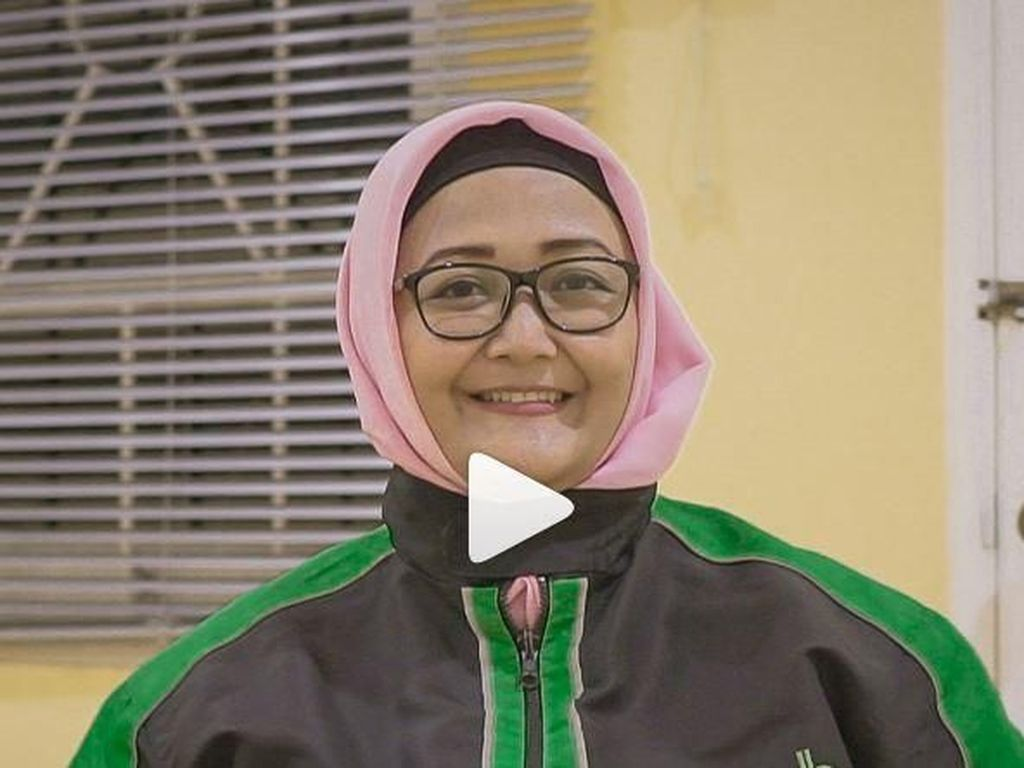 Kisah Dewi, Driver Ojol Wanita Tulang Punggung Keluarga