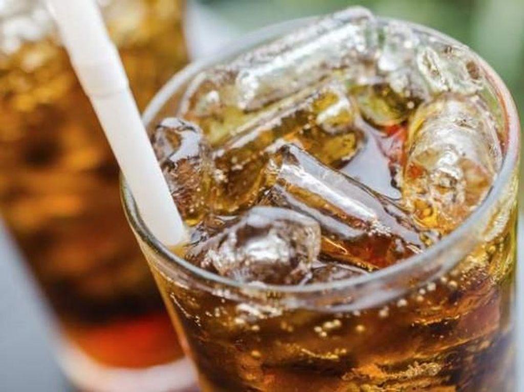 Benarkah Diet Soda Lebih Sehat dari Soda Biasa?