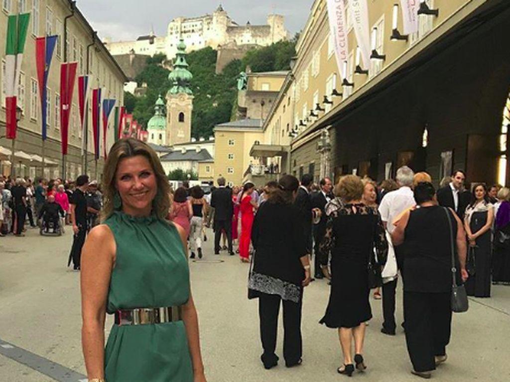 Gaya Liburan Putri Norwegia yang Punya Pacar Dukun