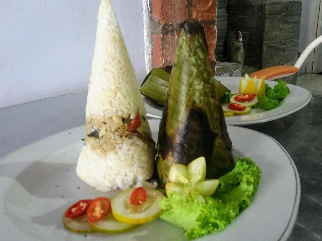 Sedapnya Nasi Bakar Mamong yang Unik Khas Bondowoso