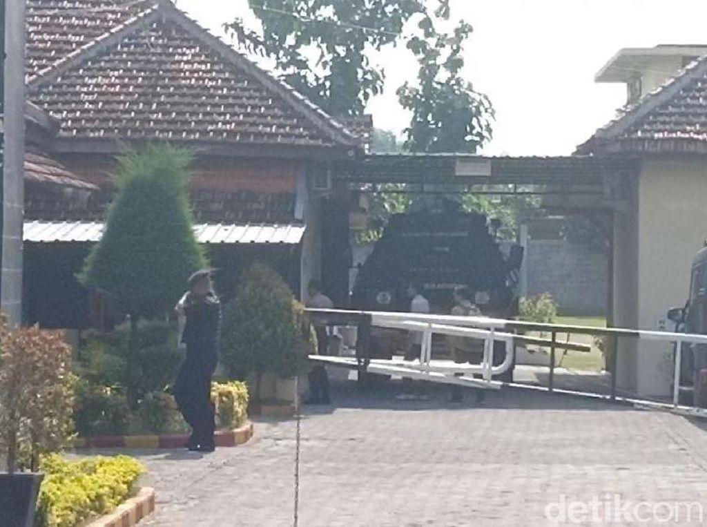 Terduga Teroris yang Ditangkap di Jatim Masih Diperiksa di Mako Brimob