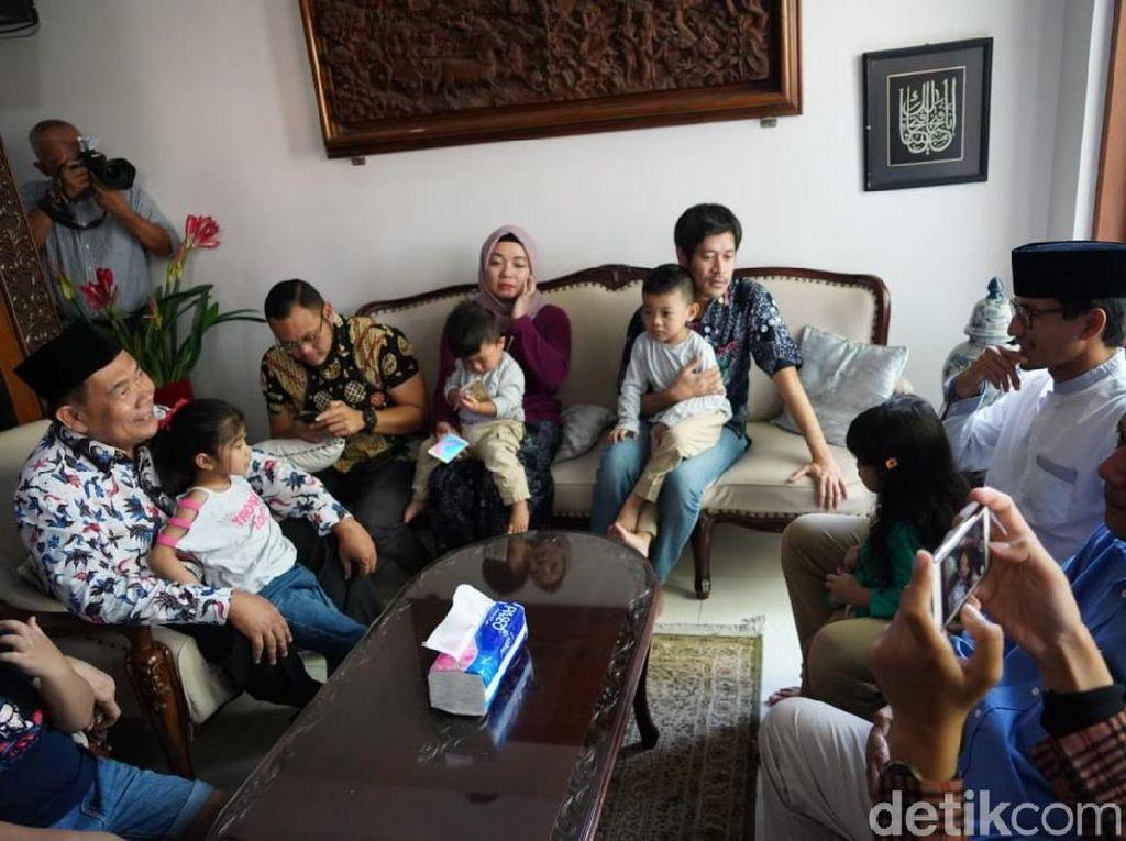 Takziah Anggota KPPS di Surabaya, Sandiaga Tanggapi Wacana Autopsi
