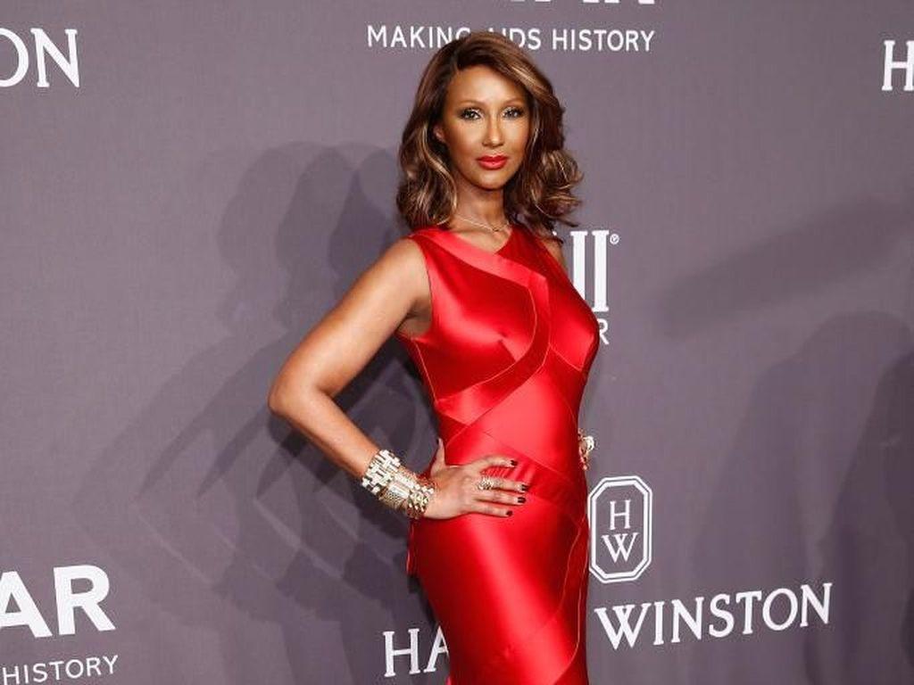 Kisah Iman Abdulmajid, Supermodel Muslim yang Menggebrak Dunia Fashion