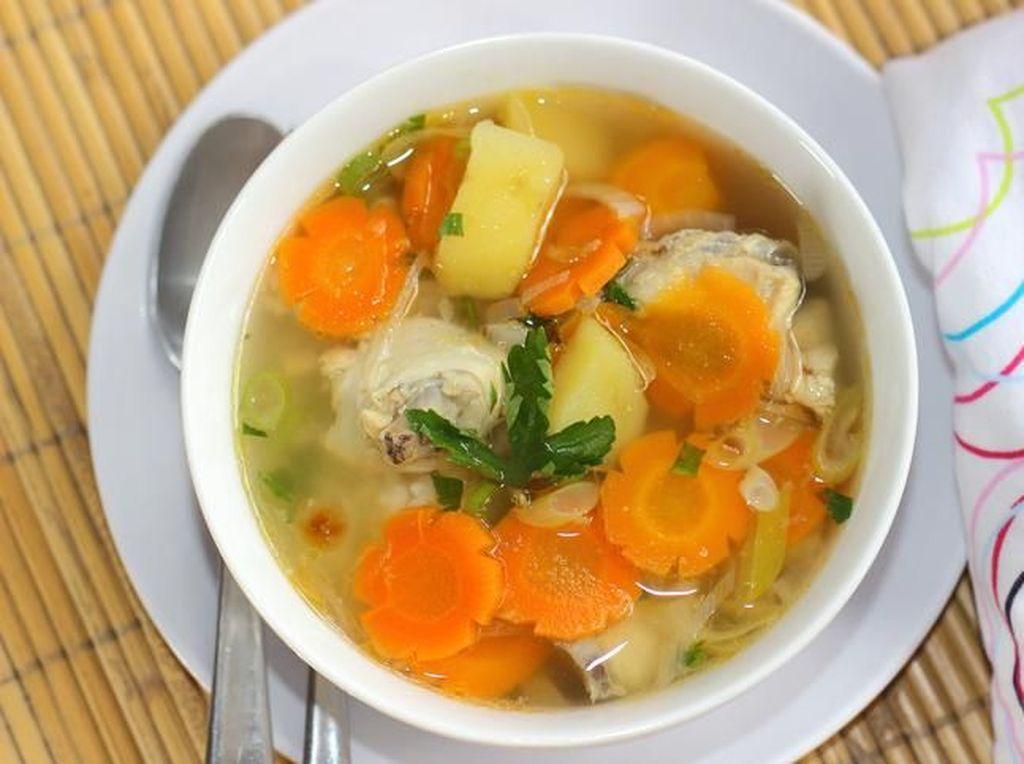 Resep Sayur Sop Ayam yang Gurih dan Tips Membuatnya