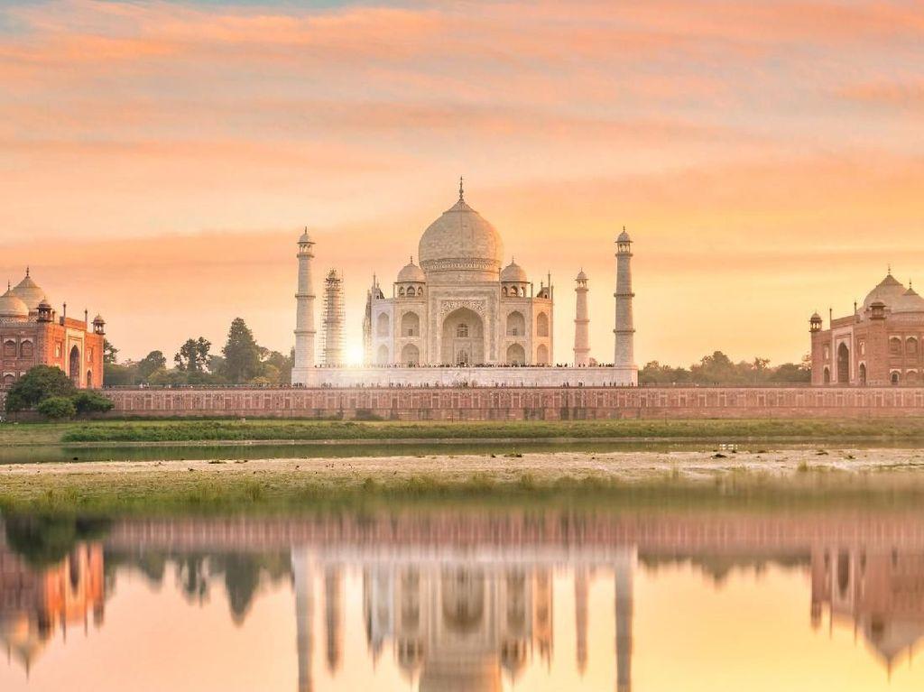 Foto: Masjid Kembar Kontroversial di Taj Mahal