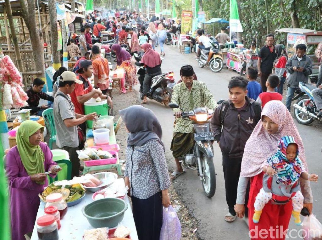 Tradisi, Berburu Kue Cucur Ponorogo di Pasar Tumpah Saat Ramadhan
