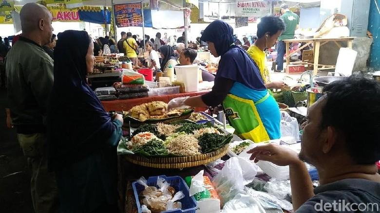 Suasana di Pasar Benhil jelang berbuka (Randy/detikcom)