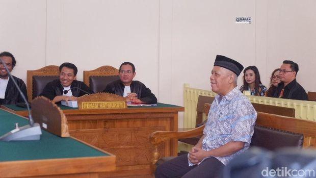 Sidag anggota Komite Disiplin PSSI Dwi Irianto seharusnya menghadirkan saksi Ratu Tisha, sekjen PSSI