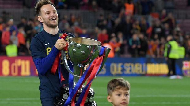 Nasib Ivan Rakitic mulai tidak jelas di Barcelona.