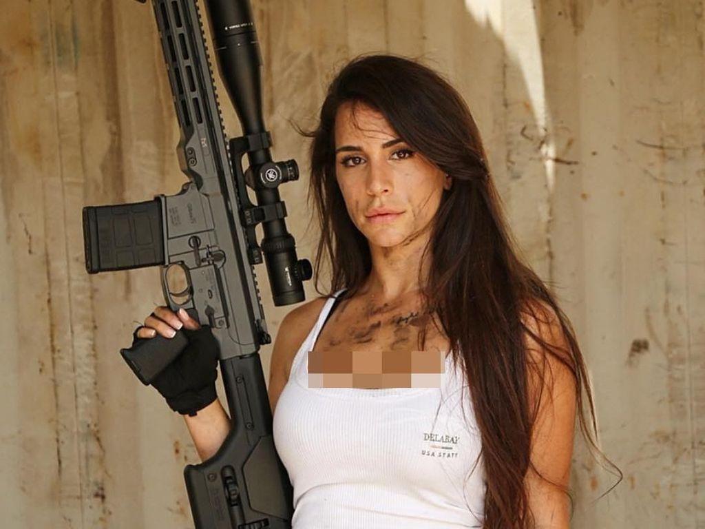 Potret Mantan Tentara Israel Cantik yang Dijuluki The Queen of Guns