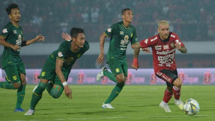 Bali United menang 2-1 atas Persebaya Surabaya. (Foto: Nyoman Budhiana/Antara)