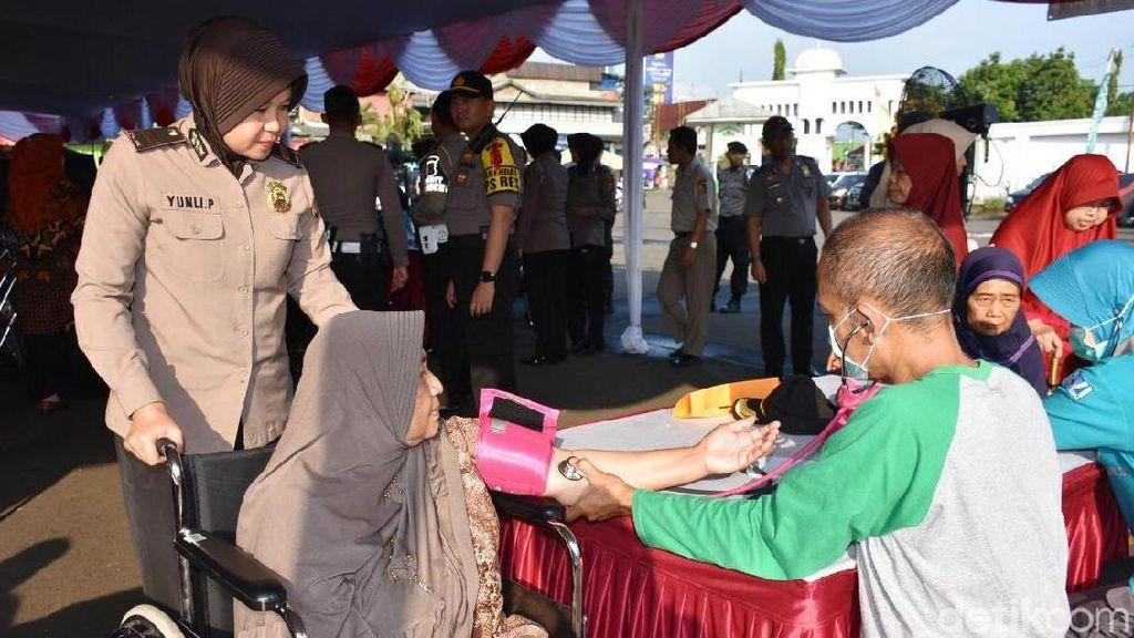 Polri Gelar Pengobatan Gratis di Bogor