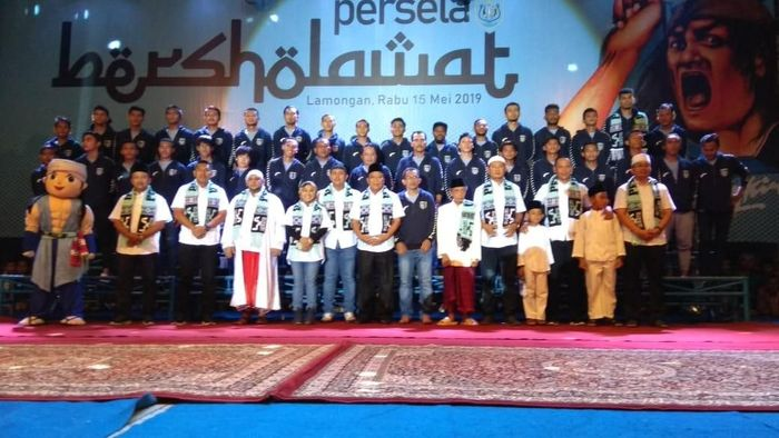 Persela Lamongan meluncurkan tim barunya jelang laga pertama Liga 1 2019. (Foto: Eko Sudjarwo)