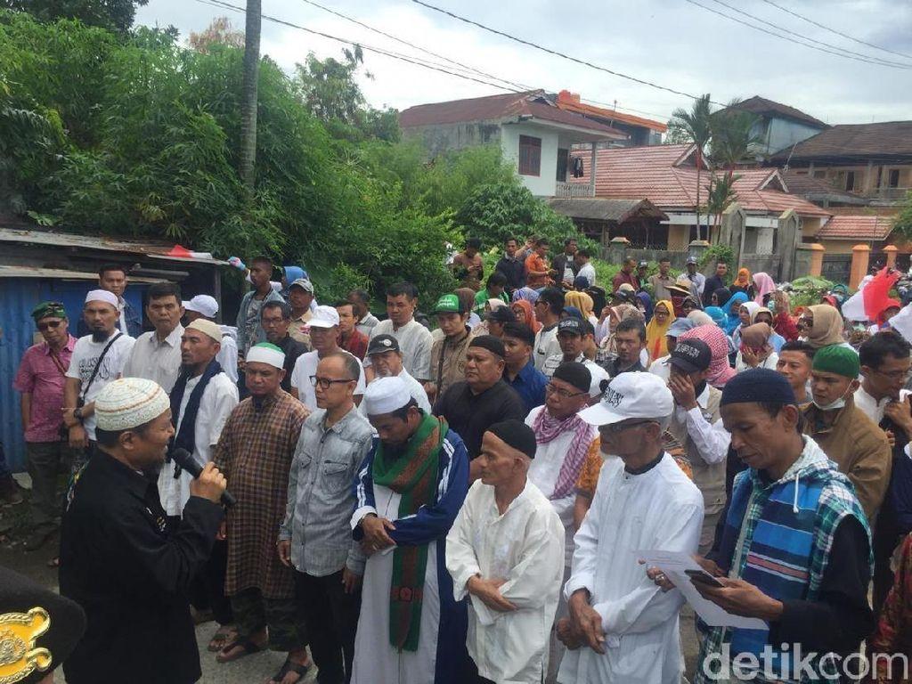 Demo KPU Sumatera Barat, Massa Gelar Salat Gaib