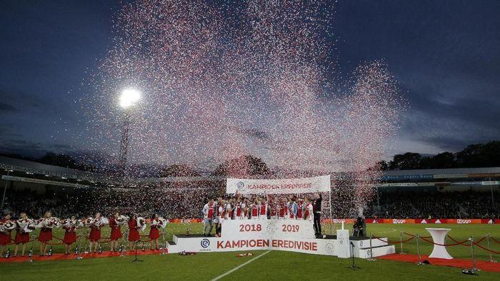 Ajax Amsterdam juara Eredvisie 2018/2019. (Foto: Dean Mouhtaropoulos / Getty Images)