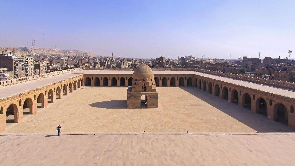 Foto: Masjid Tertua Kairo yang Pernah Jadi Pangkalan Militer