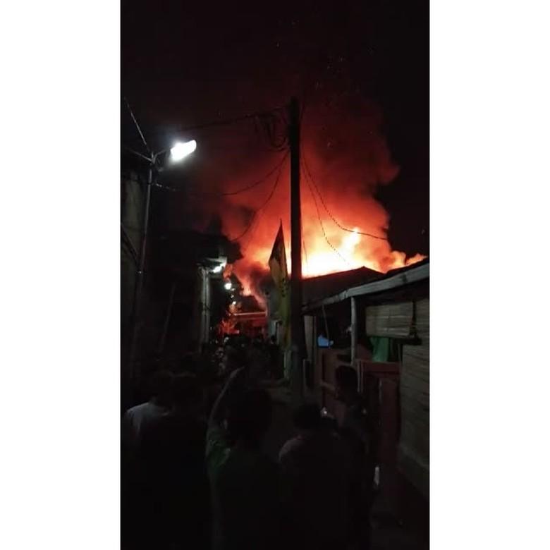 3 Rumah Tinggal Terbakar di Ciledug, 7 Unit Damkar Dikerahkan