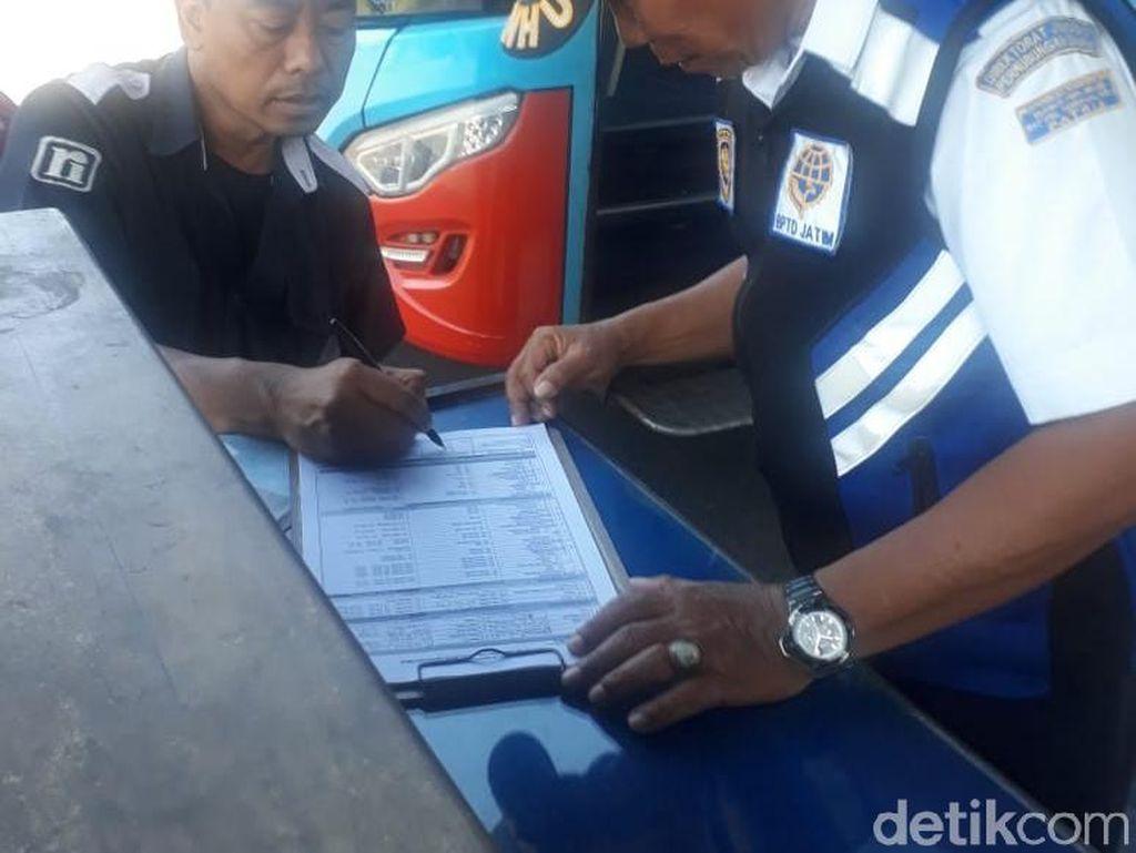 Ramp Check Angkutan Lebaran di Terminal Blitar, Ditemukan 208 Pelanggaran