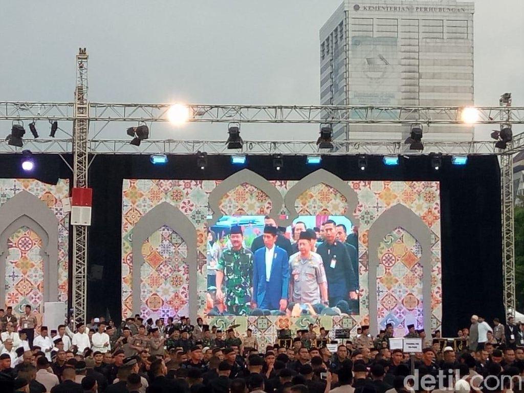 TNI-Polri Gelar Buka Puasa Bersama Jokowi di Monas