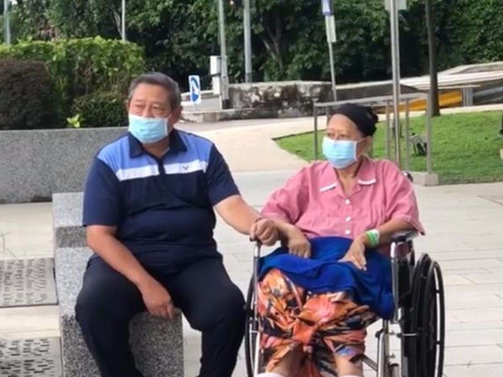 Pertama Kali Sejak Sakit, Ani Yudhoyono Boleh ke Luar Kamar RS