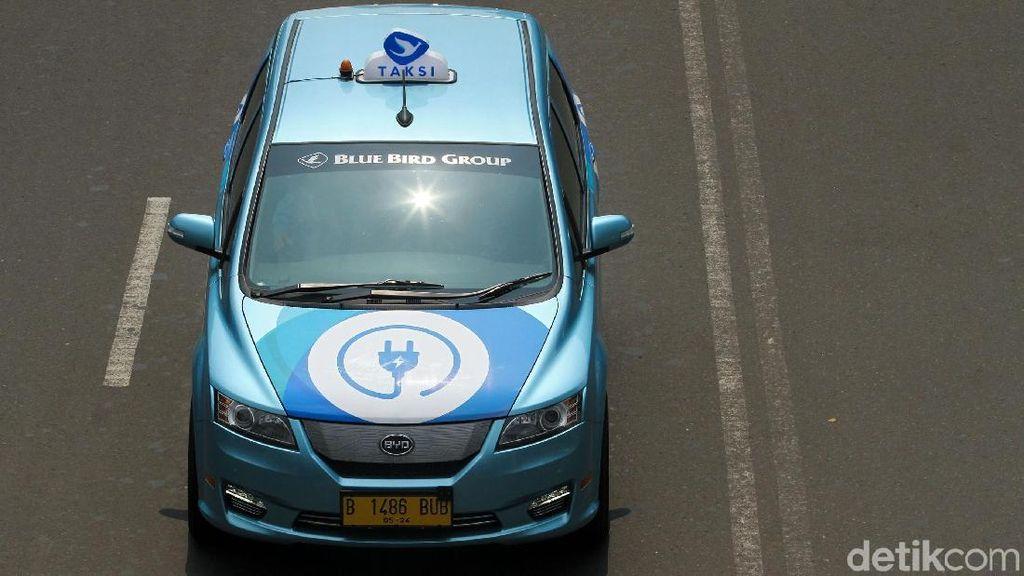 Merasakan Taksi Listrik Pertama Indonesia