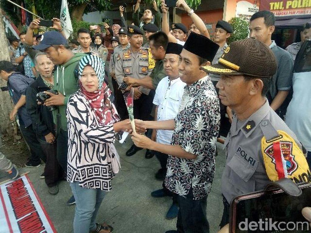 Massa Banyuwangi Bela Bangsa Unjuk Rasa, Jalan Depan KPU Macet Total