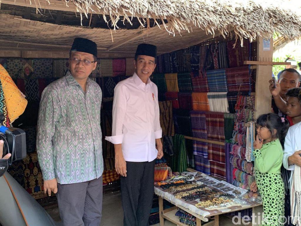 Girangnya Jokowi Nonton Tarung Peresean di Lombok