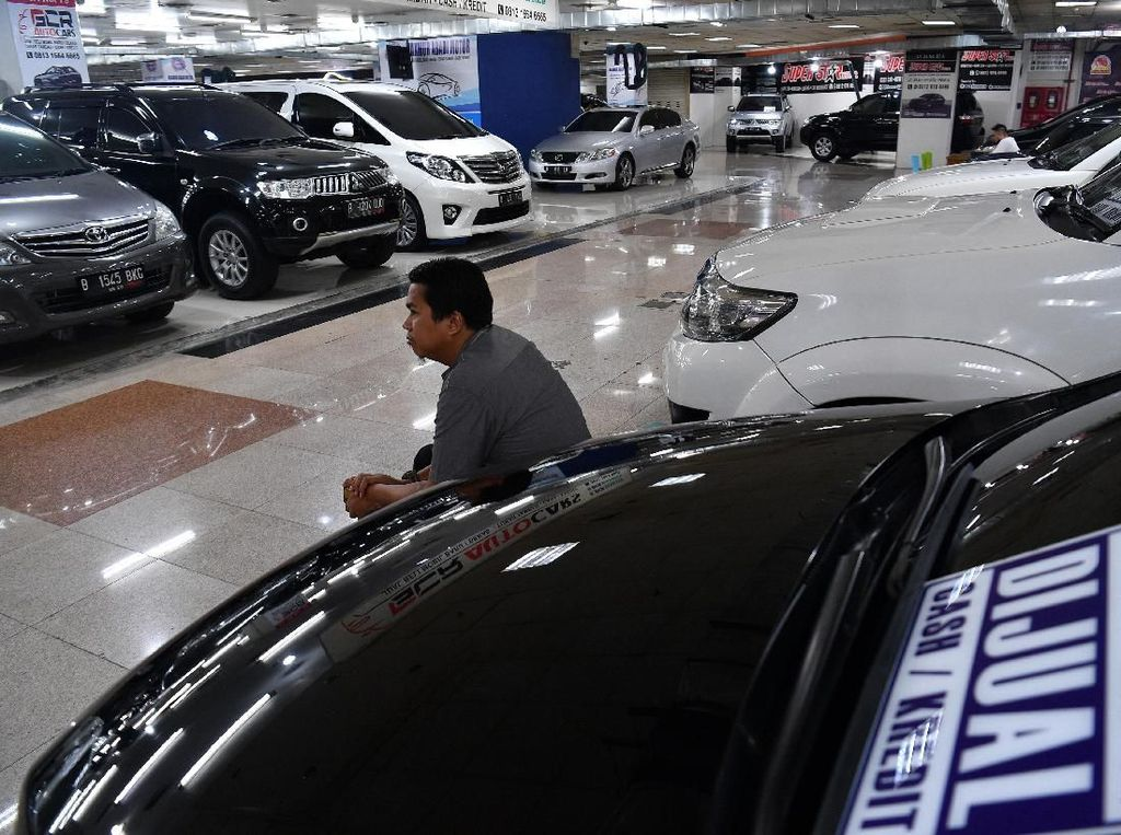 Pengamat Bilang Bonus Pegawai Swasta Rendah Bikin Kredit Mobil Lesu