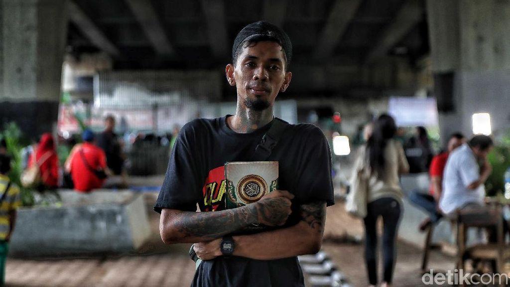 Potret Anak Punk Ngaji di Kolong Flyover Tebet