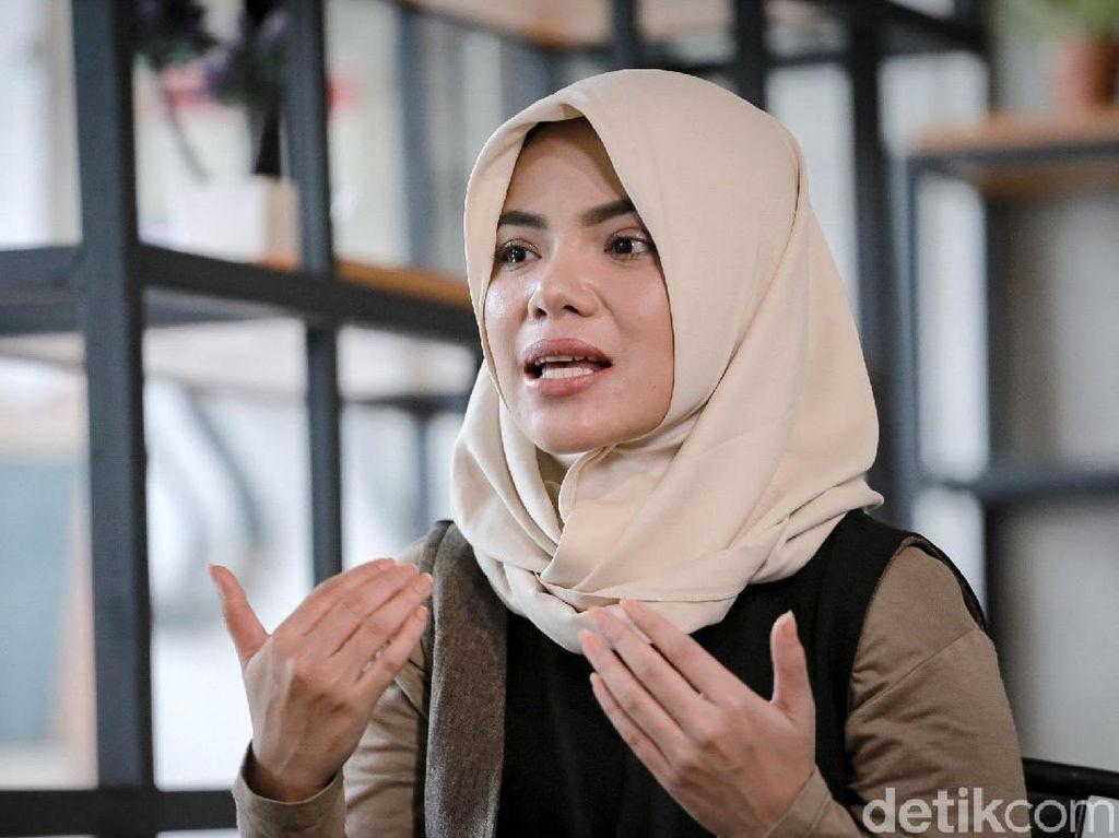 Dinar Candy: Party, Ngaji dan Mencari Calon Suami