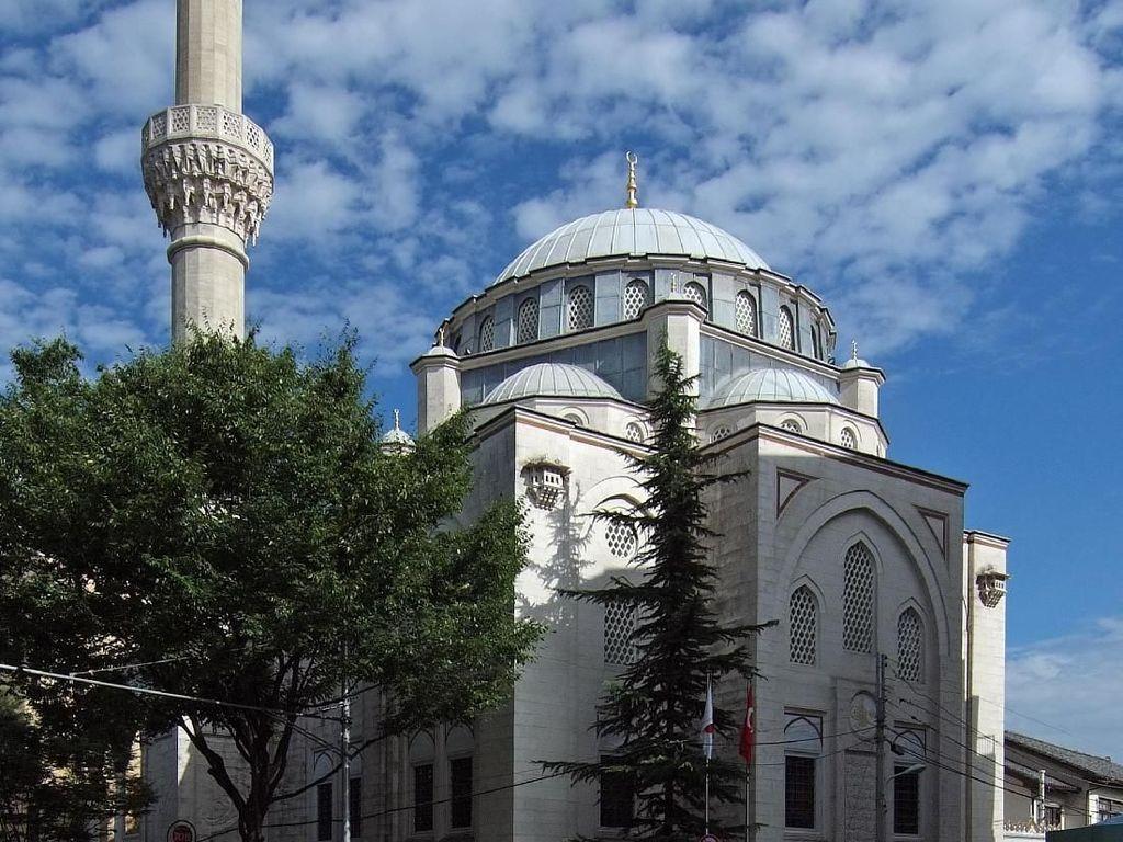 Sejarah dan Fakta Menarik Masjid Camii Tokyo yang Indah