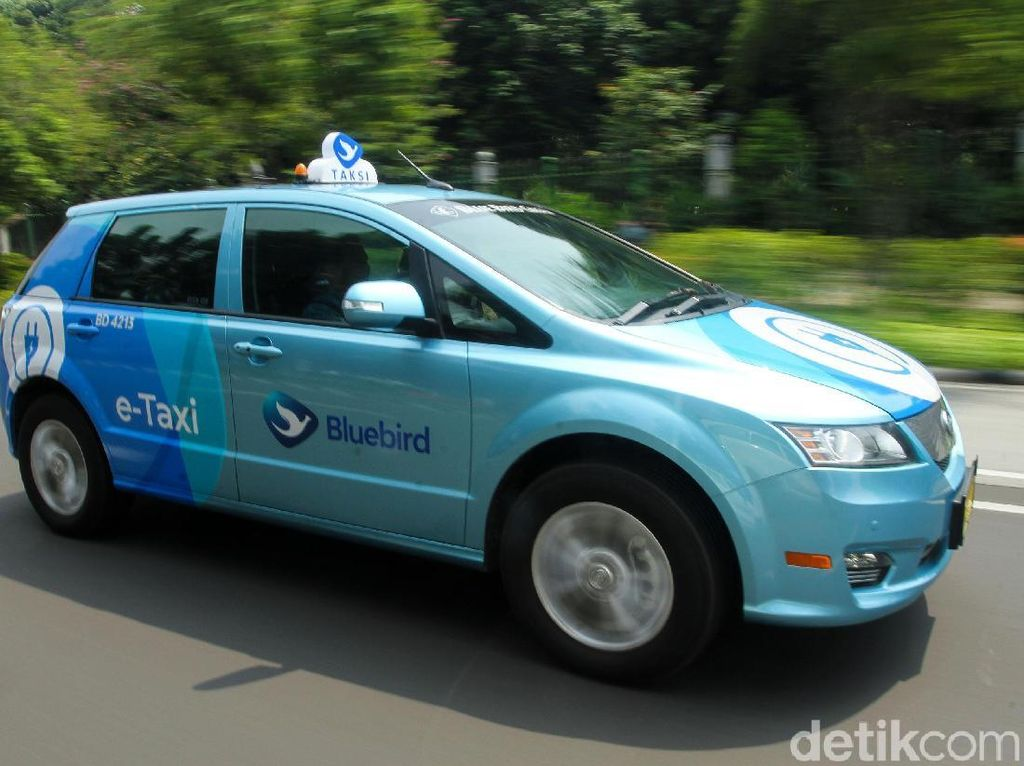 Harga Taksi Listrik Reguler Bluebird Berlipat-lipat dari Toyota Avanza