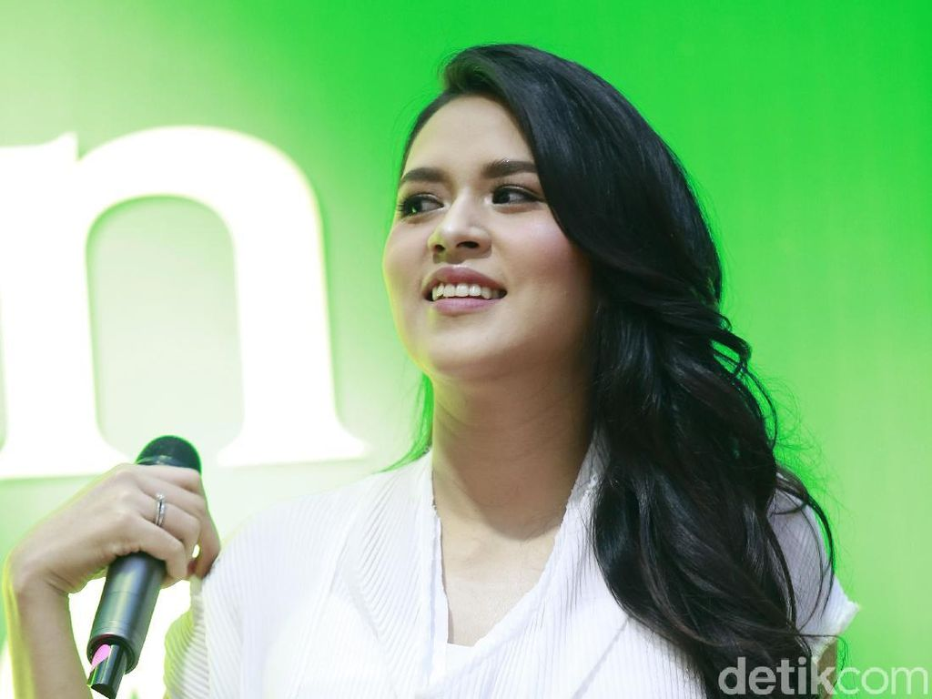 Gendong Anak, Raisa Merdu Nyanyikan A Whole New World
