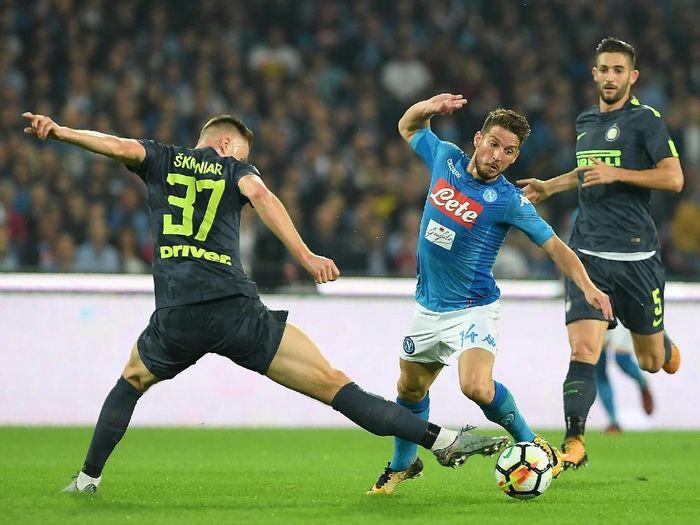 Inter Milan mesti menang di markas Napoli demi kelolosan ke Liga Champions. (Foto: Francesco Pecoraro / Getty Images)