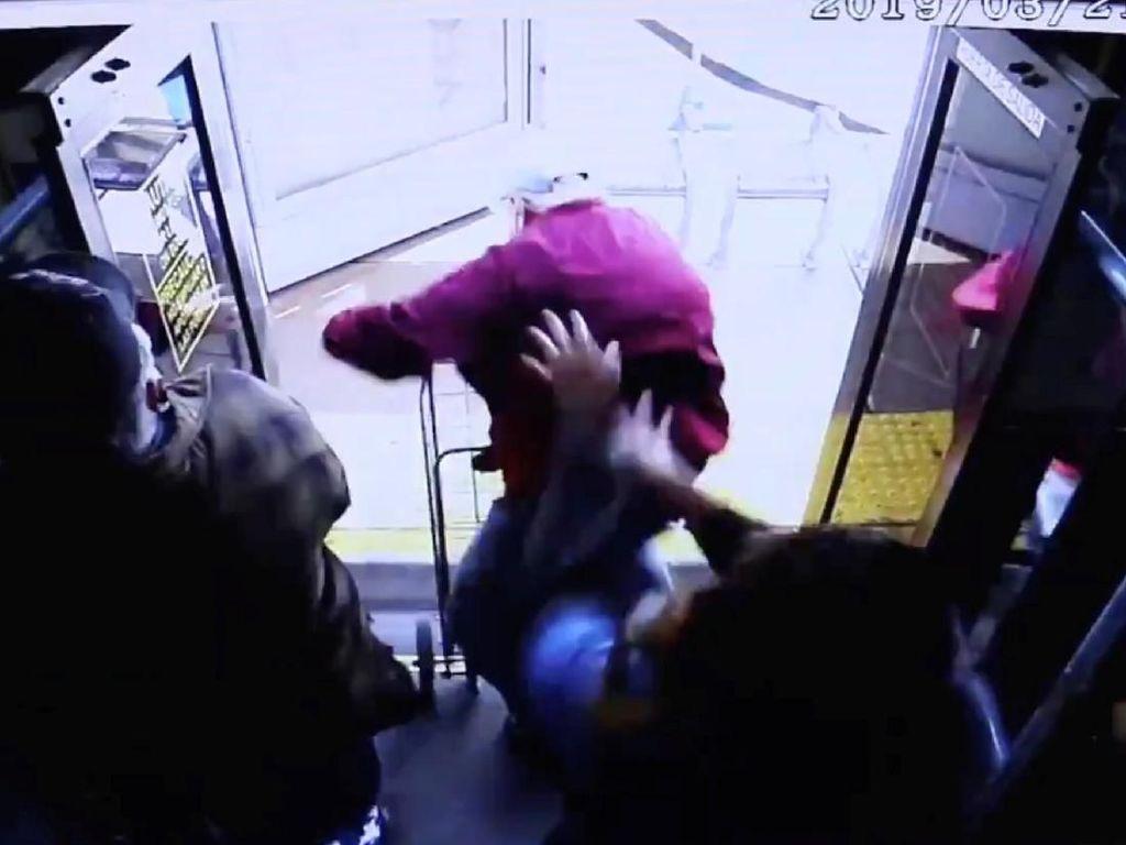 Tega! Kakek 74 Tahun di Las Vegas Tewas Didorong Wanita dari Dalam Bus