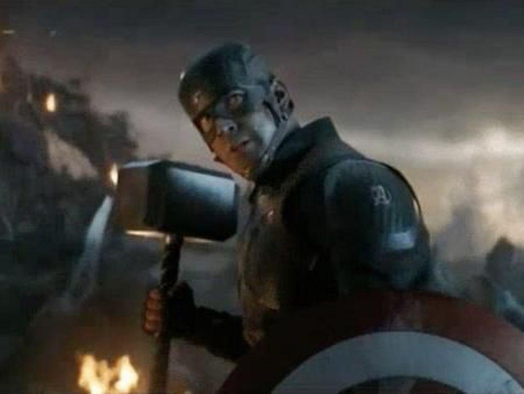Foto Mengagumkan Captain America Pakai Mjolnir