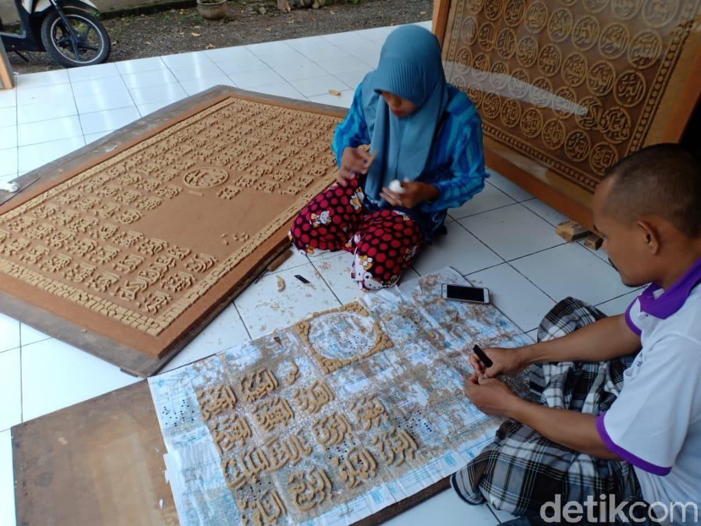 Berkah Ramadhan, Seni Kaligrafi Serbuk Kayu di Probolinggo Laris Manis